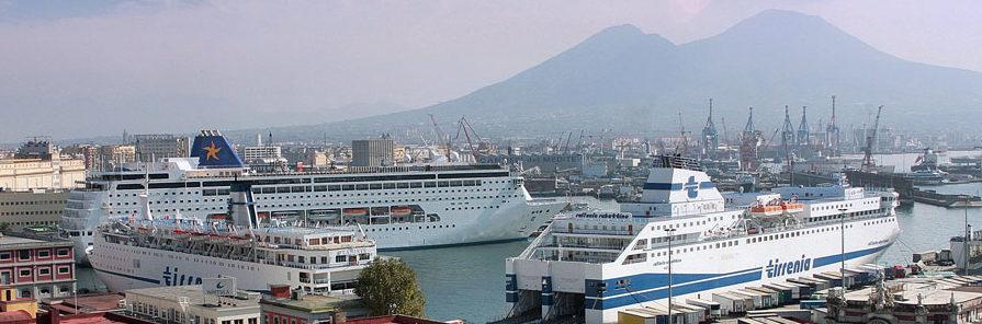 nave tirrenia porto di napoli