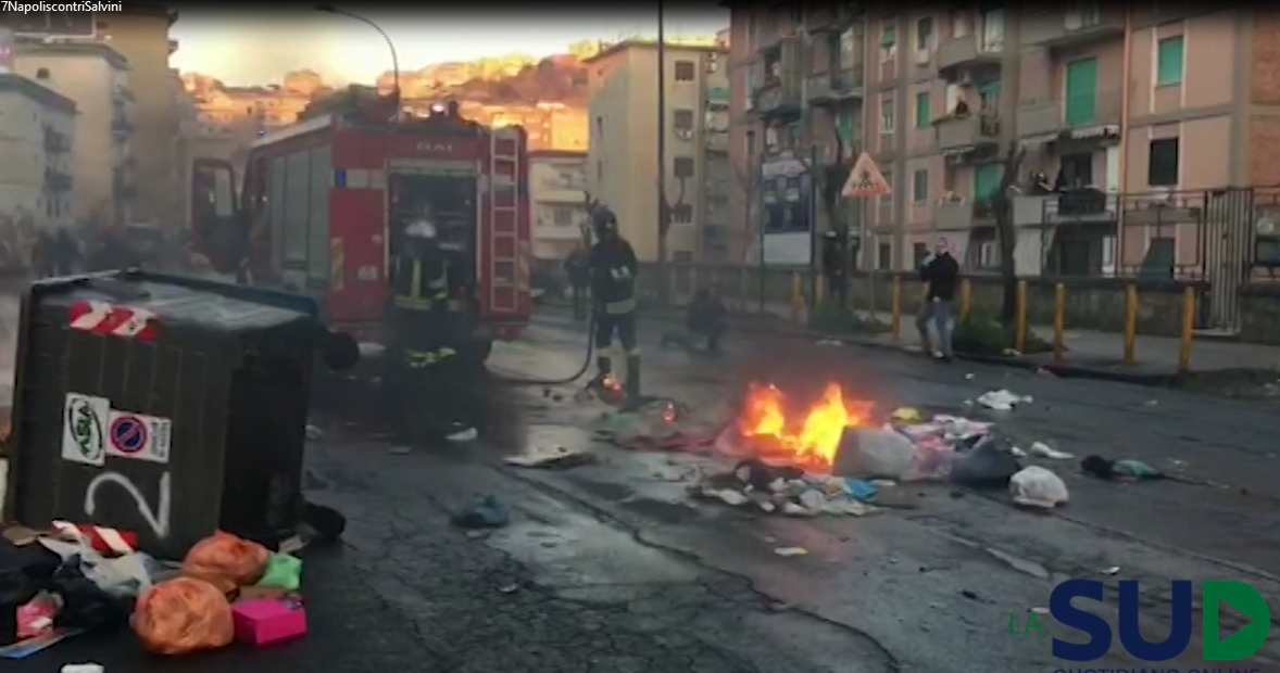 Scontri a napoli Salvini