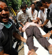 Mumbai India 22 morti per una calca in stazione